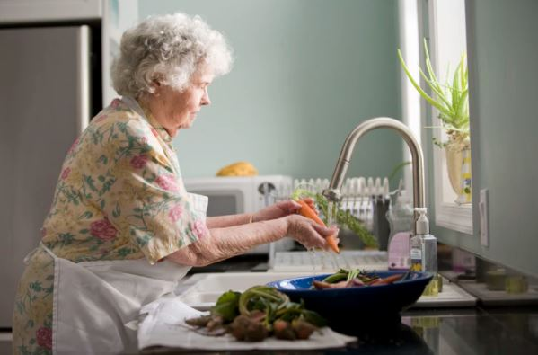 Senior Nutrition How to Make Sure Your Elder Loved One Is Eating and Enjoying Healthy Meals featured image 2